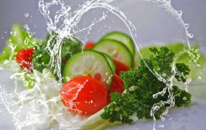 Salade de concombre au yaourt et à la menthe – comme un tzatziki ou un raïta